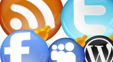 Glossy Christmas Themed Social Media Icons